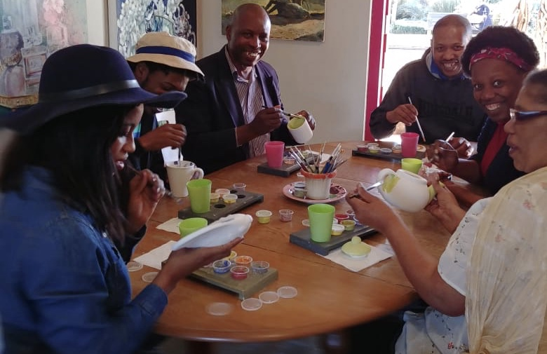 family fun on the midlands, activity midlands meander, zulu lulu art bar, ceramic painting, paint pottery, things to do in KZN, things to do on the meander,